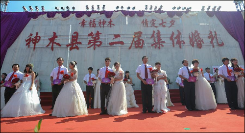 More then 20 couples getting married on another Qixi Festival mass-wedding event